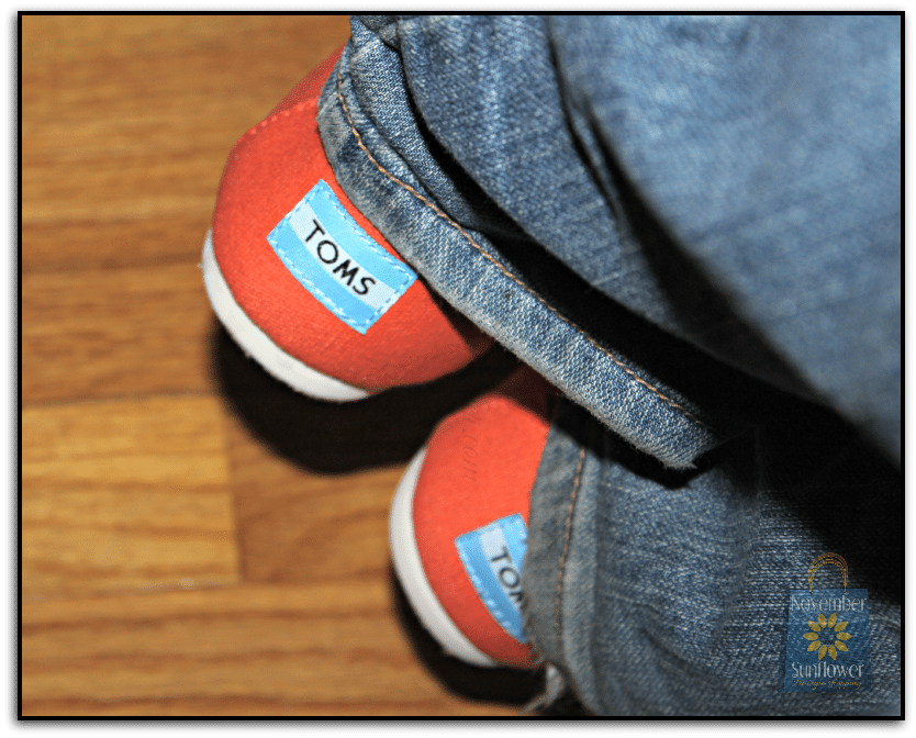 Traveling with TOMS #toms #travelinstyle #travelincomfort traveling with toms